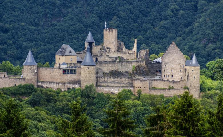 Bourscheid Schloss im Tal der sieben Schlösser