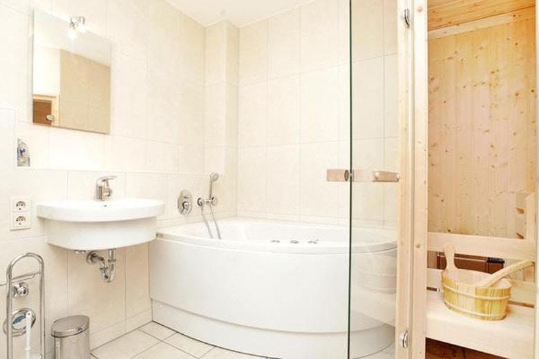ferienhaus mit whirlpool f r zwei personen infos vom spezialisten. Black Bedroom Furniture Sets. Home Design Ideas