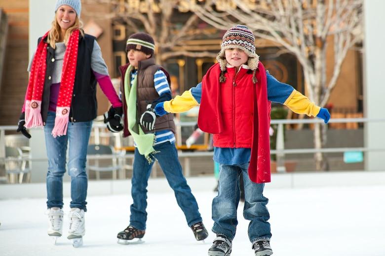 Ice Village Amsterdam Schlittschuhlaufen